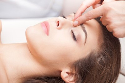 Benefits-of-Acupressure-Face-Massage-Facial-Acupressure